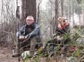 Picknick op een boomstam