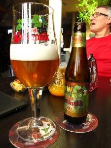 Een tripel Kanunnik van Brouwerij Wilderen smaakt opperbest in de verzorgde brasserie Oud Cortenaeken naast de kerk