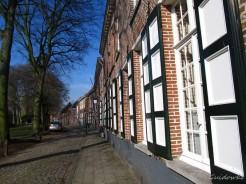 Begijnhof van Turnhout, gesticht in 1372 en heropgebouwd door Albrecht en Isabella. Begijnenhuisjes uit de 17de eeuw.