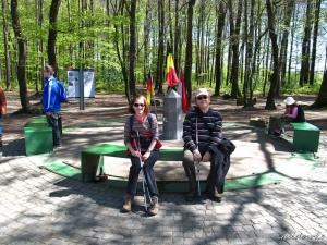Wandelcompagnons Rita & Ivo voor de grenspaal