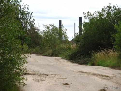 Deze toegangsweg voert direct van de kleiputten naar de steenbakkerijen.